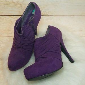 Guess suede ankle booties heels purple zip up sz 8